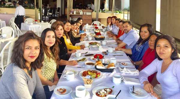 Inmobiliaria aguilar festeja a madres trabajadoras oaxpress for Inmobiliaria el buho